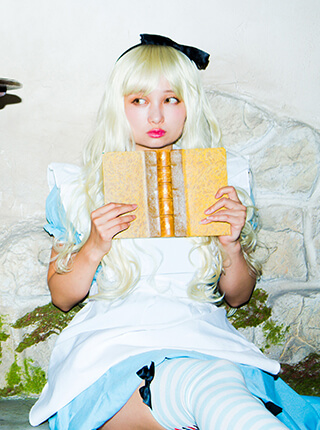 Alice×Party Color ロングウェイブのモデル写真
